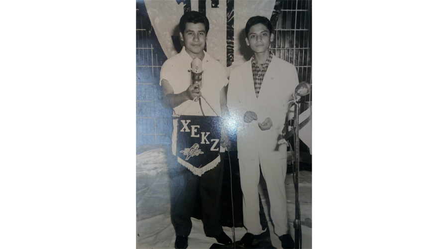 Justino Damián Martínez , toda una vida al  frente del micrófono
