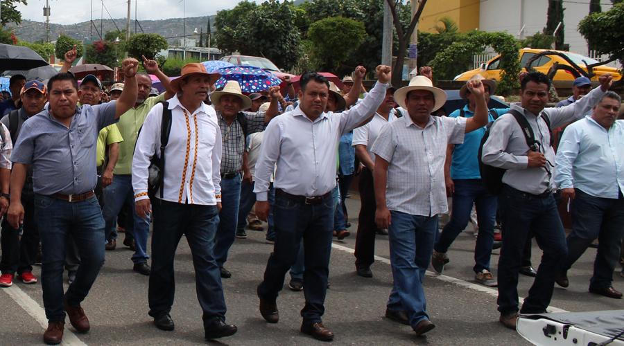 Alista S-22 su antigrito bajo el laurel del zócalo de Oaxaca | El Imparcial de Oaxaca