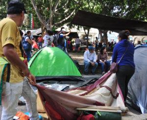 Instalan plantón en Zócalo de Oaxaca, maestros de la S-22