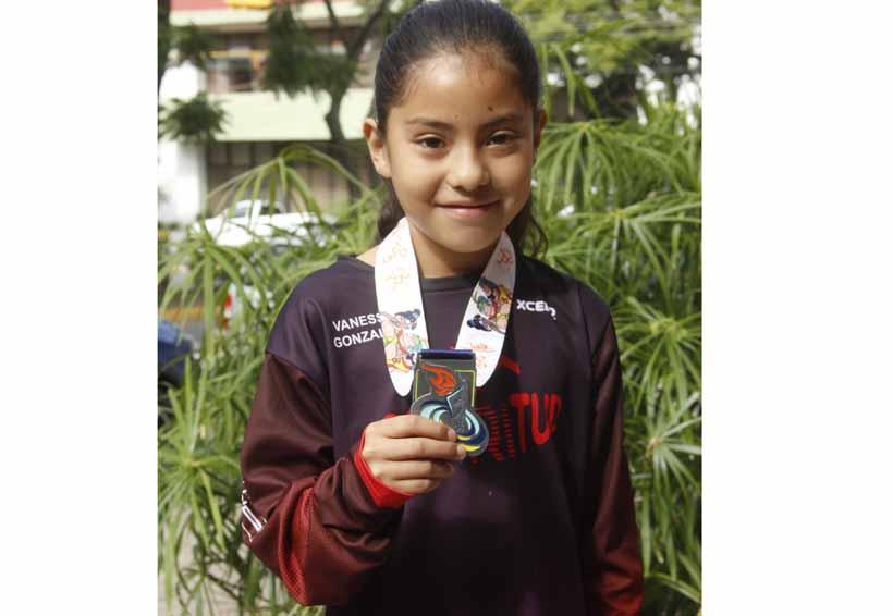 Sorprende Vanessa González en Triatlón