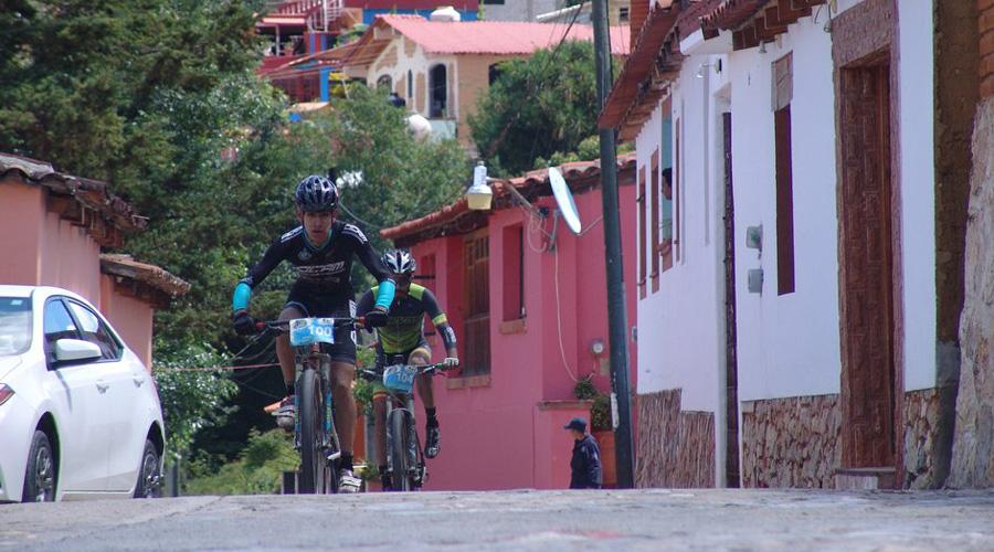 Ascenso a las nubes en el reto Ciclistas de Acero