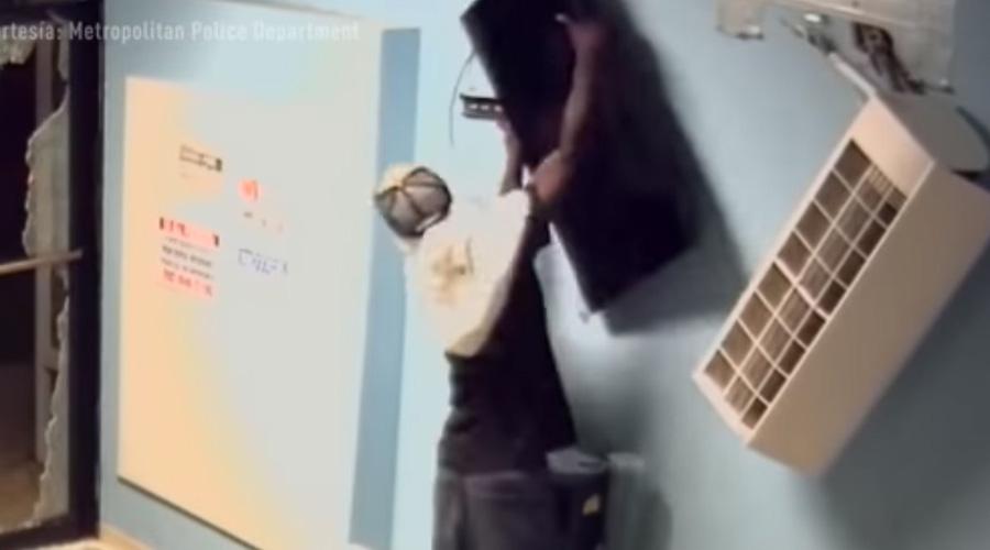 Video: Ladrones sin habilidad; intentan robar TV y se van sin nada   El Imparcial de Oaxaca