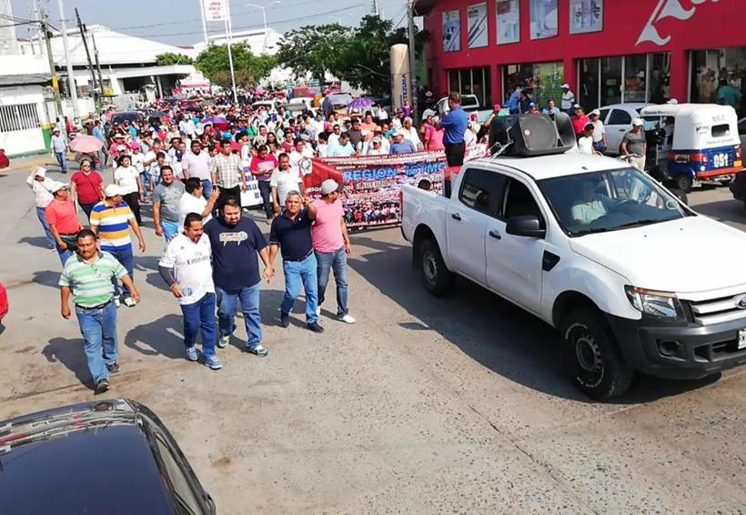 Sección 22 marcha y pide reconstrucción de escuelas en el Istmo de Oaxaca