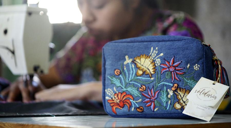 Rapsodia busca bordar lazos a favor de la artesanía mexicana | El Imparcial de Oaxaca