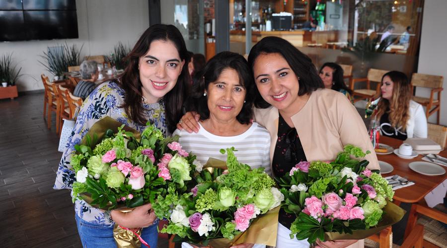 ¡Feliz cumpleaños Domenica, Tere y Rocío!