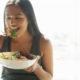 Alimentación saludable previene pérdida de audición en mujeres
