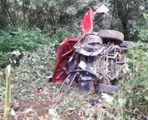 Vuelca camioneta en Miahuatlán