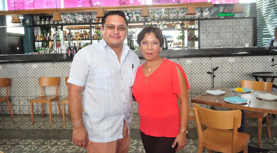 ¡Feliz cumpleaños Claudia y Mario Raúl!