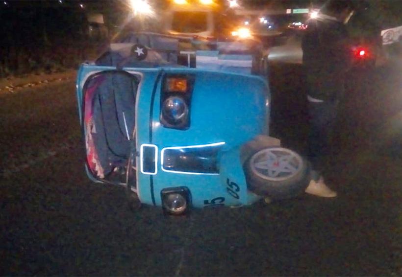 Vuelca mototaxi; dos lesionados y daños materiales en la Guardado, Oaxaca | El Imparcial de Oaxaca