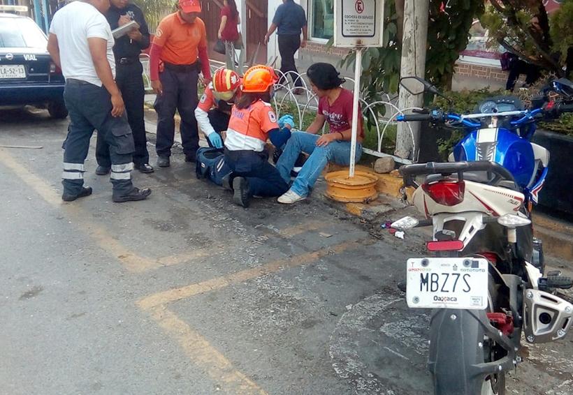 Chocan auto y motocicleta en la colonia Reforma, Oaxaca | El Imparcial de Oaxaca