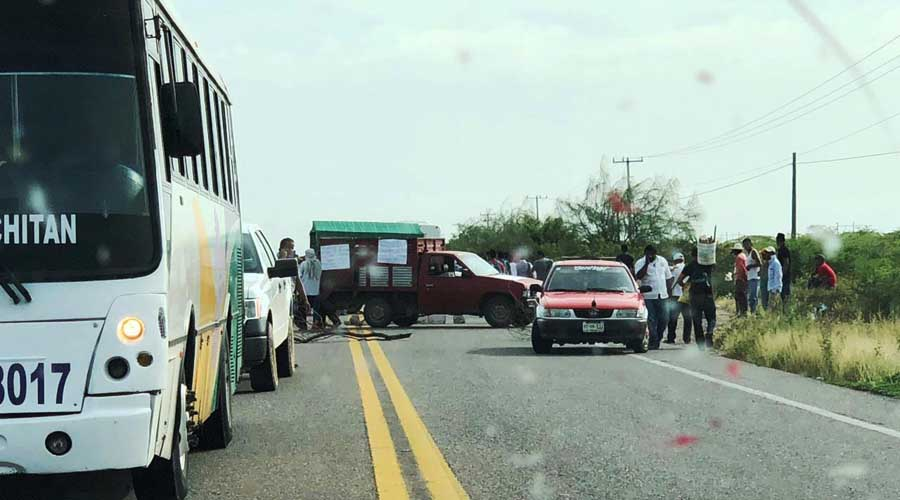 Campesinos del Istmo exigen agua bloqueando la carretera