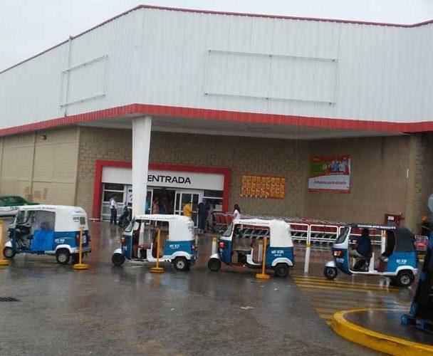 Cierran tiendas en Juchitán por despido