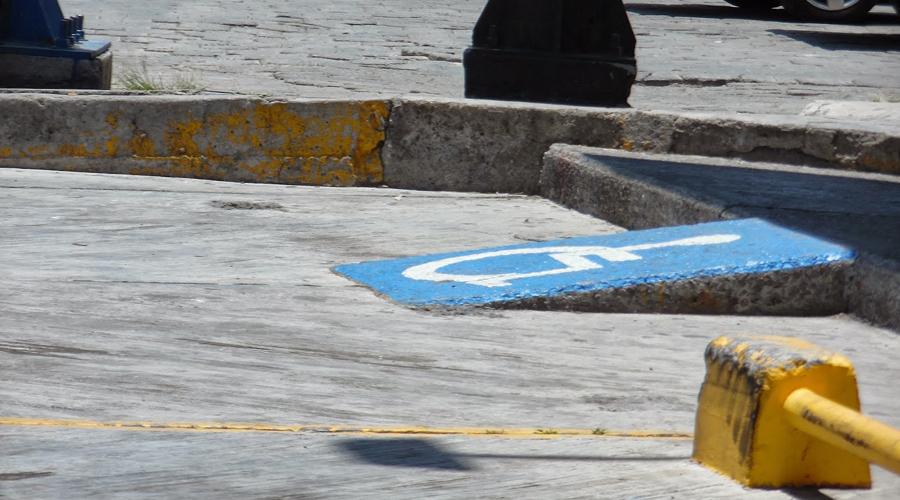 Ciudadanos de Tuxtepec no respetan lugares para gente con capacidades diferentes | El Imparcial de Oaxaca