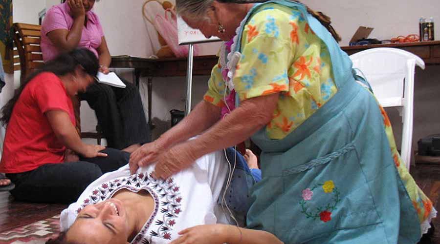 En Oaxaca, atienden parteras 20% de  los nacimientos