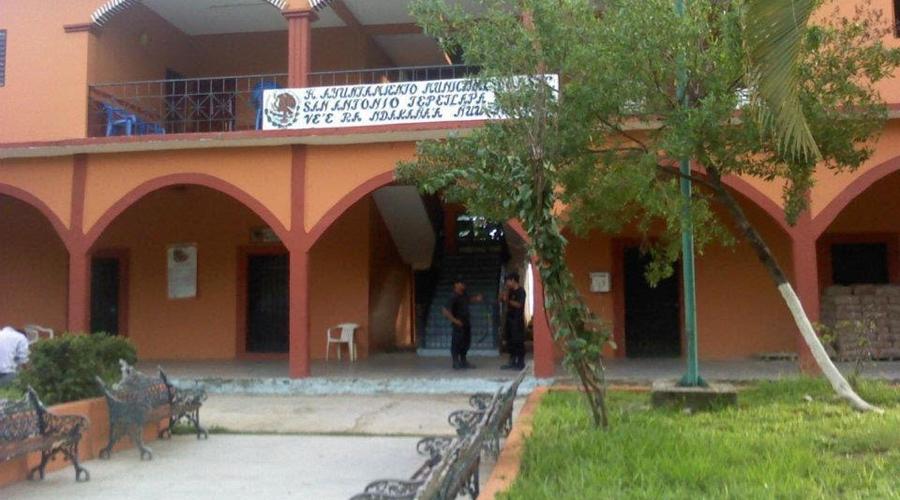 Habitantes de San Pedro Tulixtlahuaca  anunció bloqueos permanente en la carretera federal 200 | El Imparcial de Oaxaca
