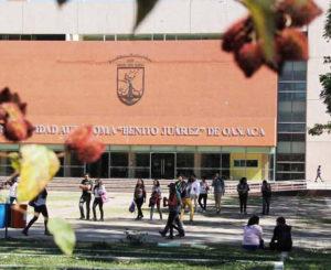 Sólo dos universidades en Oaxaca lideran solicitud de becas Conacyt