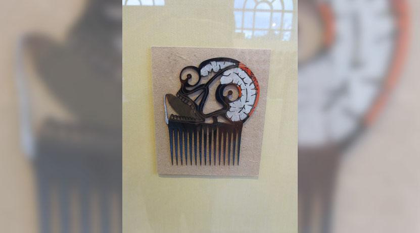 Exhiben en Toronto peinetas  grabadas por Francisco Toledo. Noticias en tiempo real