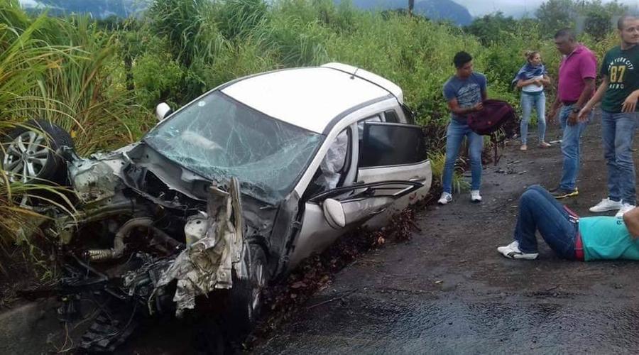 Se impacta contra camión en Zanatepec
