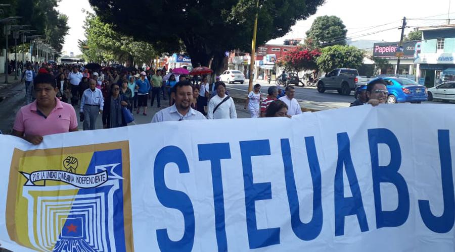STEUABJO se va a huelga; marcha a la JLCyA | El Imparcial de Oaxaca