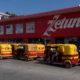 Mototaxis toman tienda de material en Juchitán