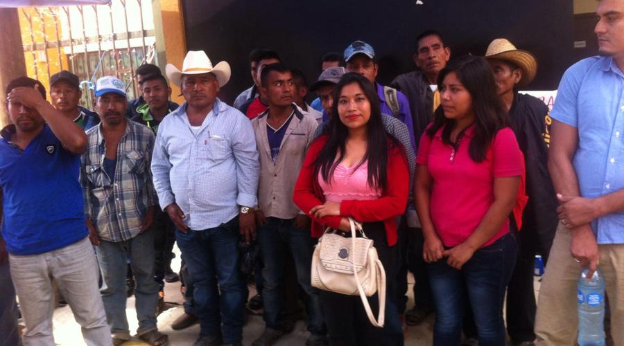 Pobladores de Amoltepec se van con siete maestros | El Imparcial de Oaxaca