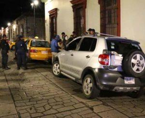 Trifulca entre ebrios y taxistas en Centro Histórico de Oaxaca