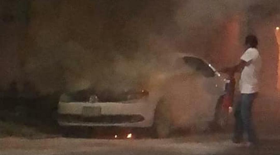 Se incendia automovil en la colonia Reforma. Noticias en tiempo real