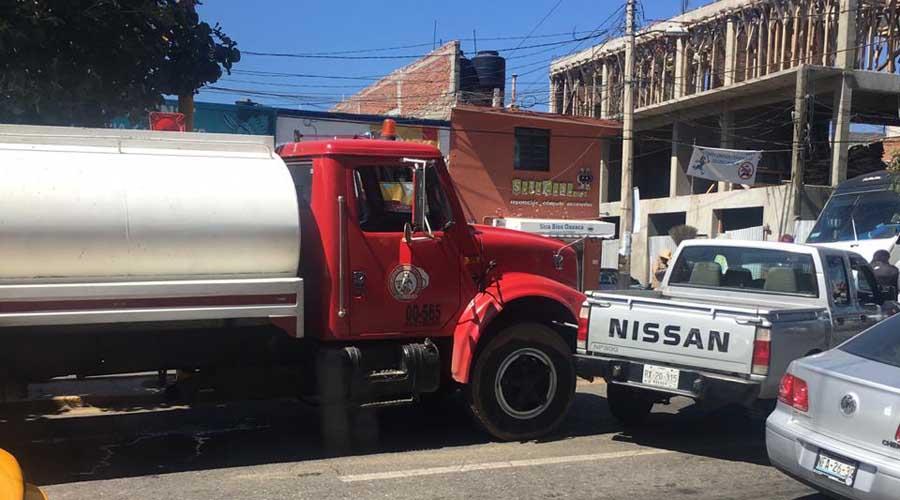 Choca pipa contra camioneta en la ciudad de Oaxaca | El Imparcial de Oaxaca