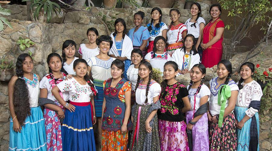 Becarias del Fondo  Guadalupe Musalem  presentan calendario