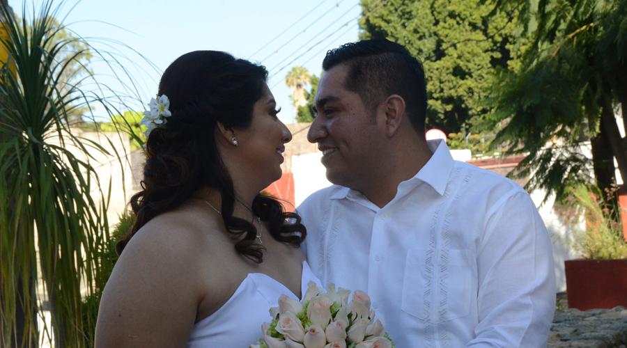Emanuel y Cristhian unen sus vidas en boda civil. Noticias en tiempo real