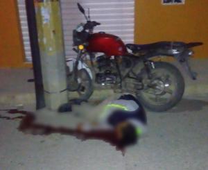 Muere al impactar su moto contra poste en Etla, Oaxaca