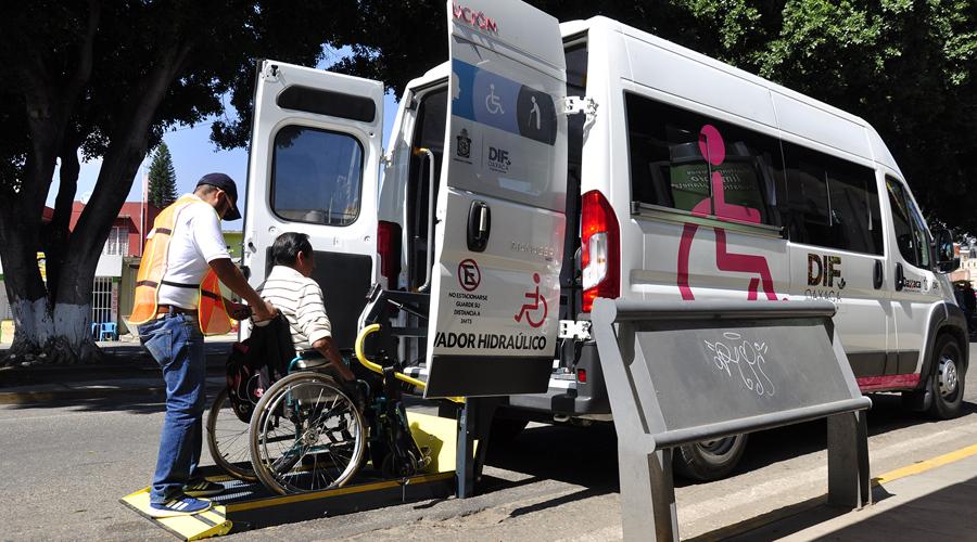 Piden respetar parabuses y rampas para personas con discapacidad en Oaxaca