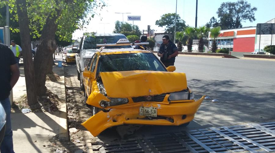 Choca taxi contra camioneta particular en Santa Rosa. Noticias en tiempo real