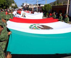 Entre ambulantes, obras y caos vial realizan desfile de la Revolución Mexicana
