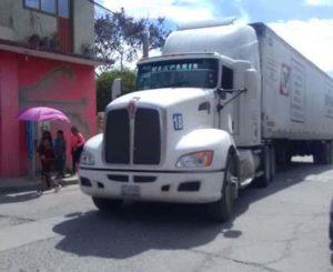 Vecinos se inconforman por daños a cableado en Huajuapan