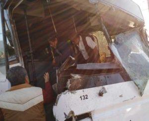 Choca autobús de trabajadores de gobierno en Símbolos Patrios