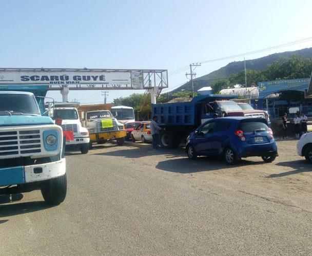 Transportistas del Istmo protestan por excluirlos de acarreo