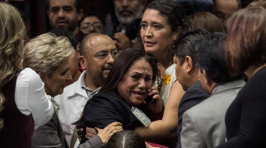 Video: Diputada de Morena recibe en recinto la noticia del asesinato de su hija | El Imparcial de Oaxaca