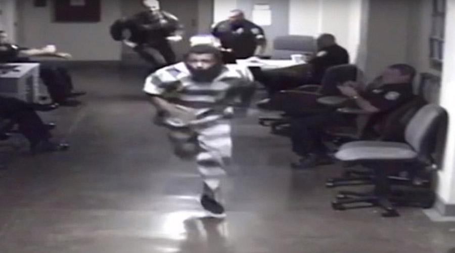 Video: Joven provoca persecución al intentar huir de su celda en un juzgado | El Imparcial de Oaxaca