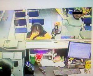 Cuatro sujetos asaltan sucursal bancaria en Santa Rosa