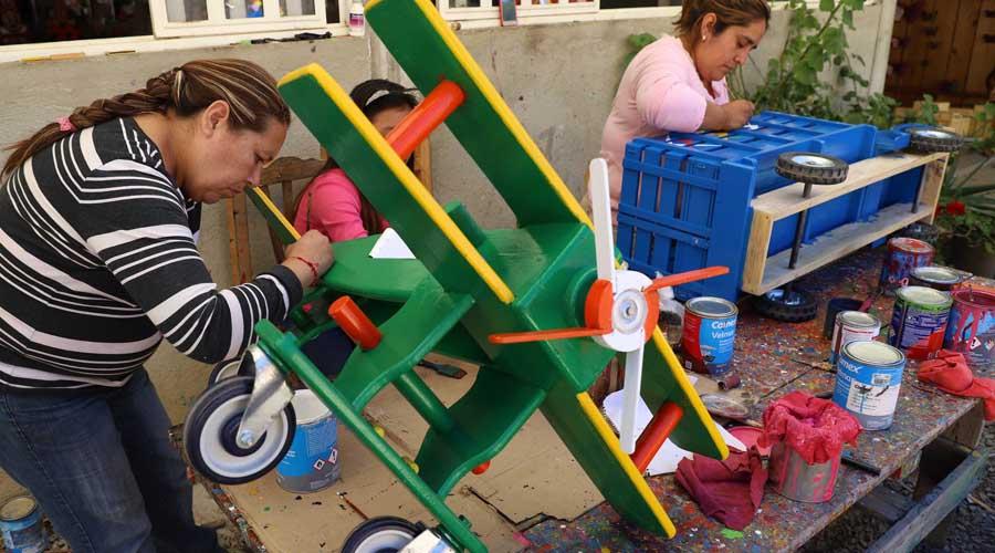De En Artesanos Manos Juguetes MaderaCreatividad Los Las OPX08nwk