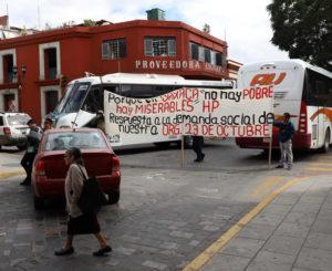 Organizaciones y empleados  colapsan calles de la capital