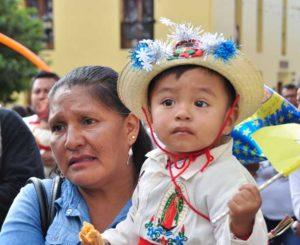 """""""Juandieguitos""""  y """"Lupitas"""" visitan a la Virgen"""
