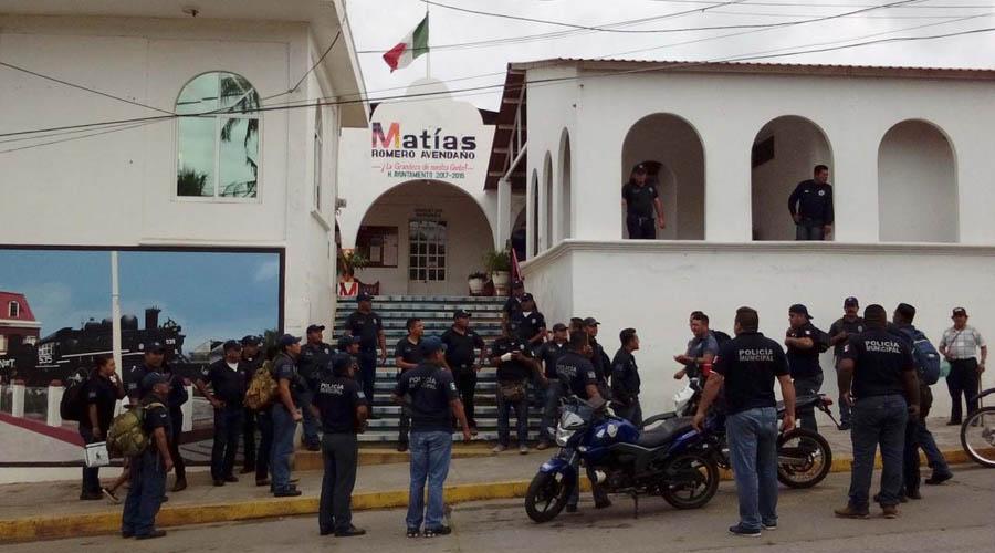 Policías del Istmo despedidos exigen aguinaldos | El Imparcial de Oaxaca