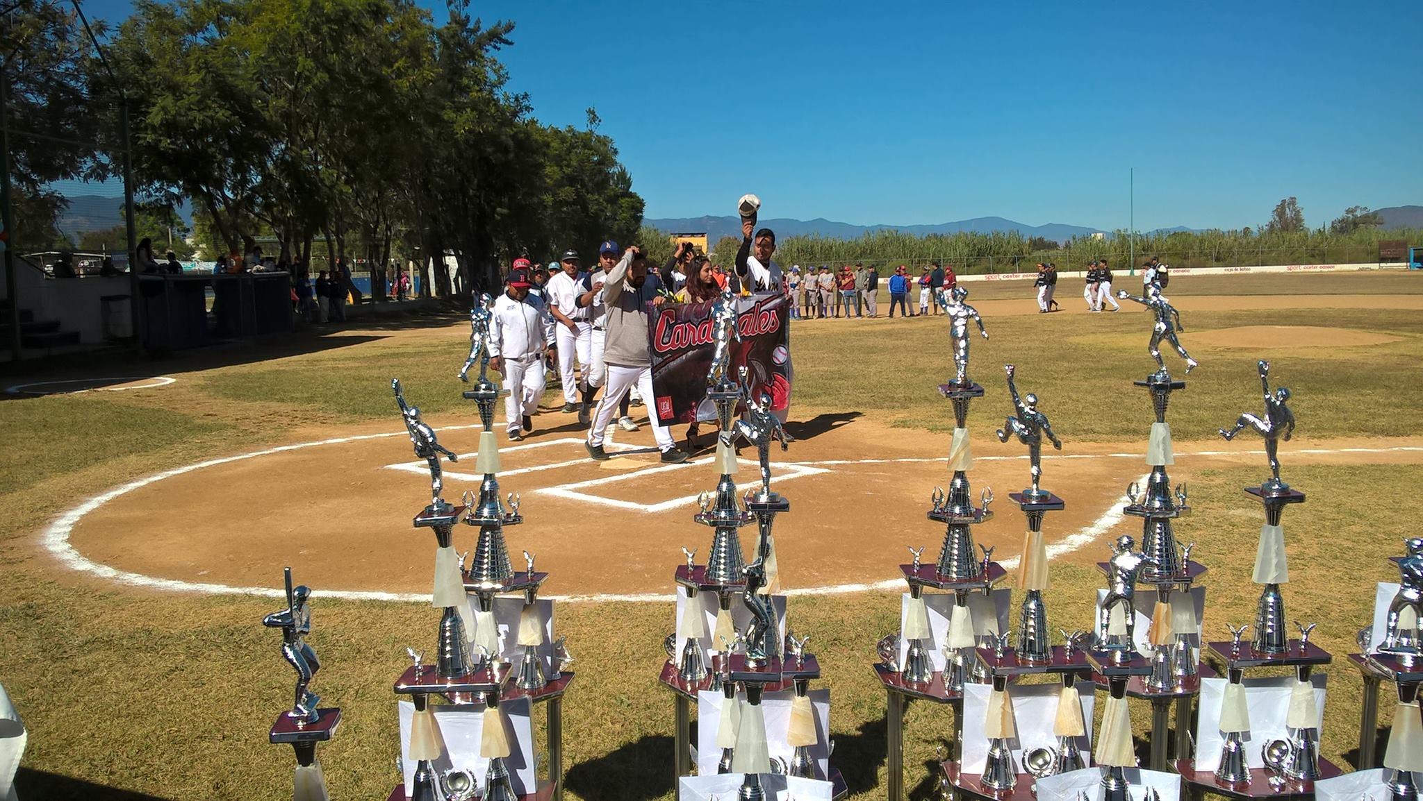 ¡Fiesta en el diamante! | El Imparcial de Oaxaca