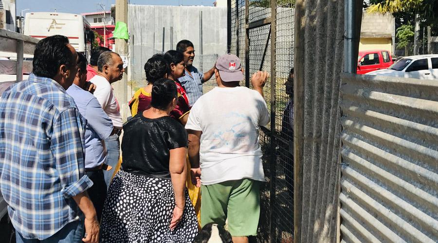 Vecinos de Juchitán reclaman terreno cercado por particular