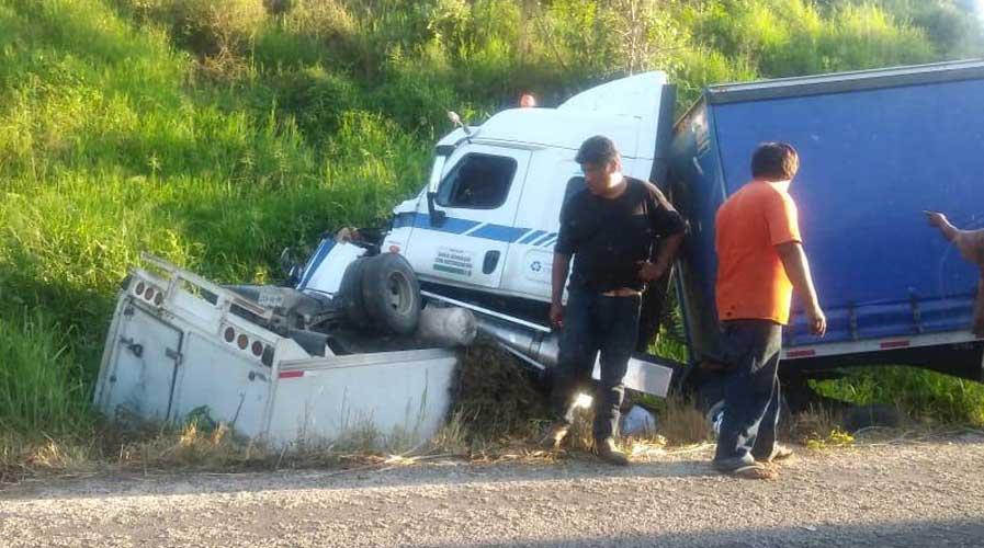 Un muerto y un lesionado deja fuerte accidente en Pochutla | El Imparcial de Oaxaca