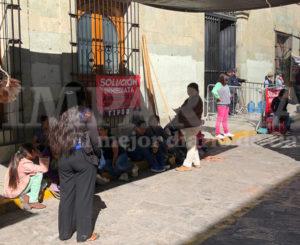 FIPOO bloquea Palacio de Gobierno; pide pago de recursos para obras en Oaxaca