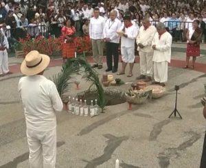 """AMLO """"pide permiso"""" a la Madre Tierra para construir Tren Maya"""