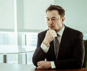 Elon Musk dice que podría revelar un prototipo de pickup eléctrica el próximo año